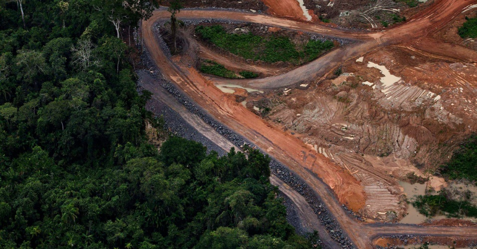 abr.2012 - Vista aérea da construção da usina de Belo Monte