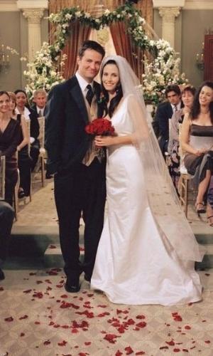 """Casamento de Matthew Perry com Courtney Cox na série """"Friends"""" (1994)"""