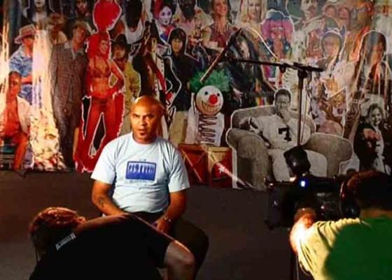 """Clemente, da banda Inocentes, em cena do documentário """"Lira Paulistana e a Vanguarda Paulista"""""""