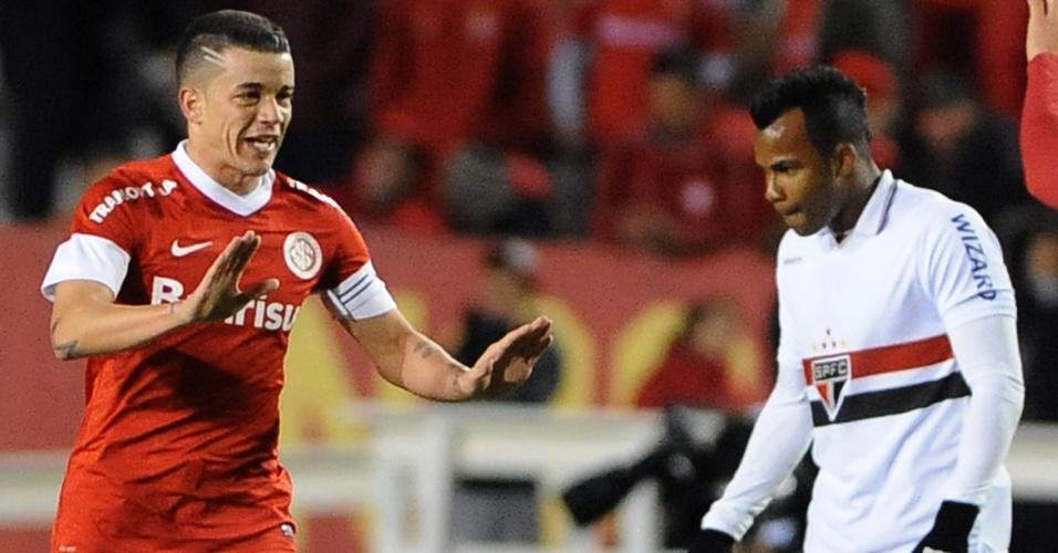 D'Alessandro comemora após marcar gol de falta para o Internacional no duelo contra o São Paulo
