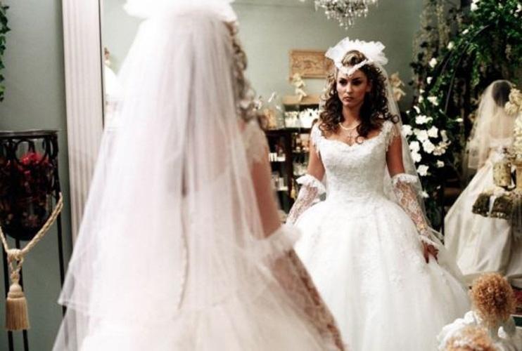 Drea de Matteo se preparando para seu casamento na série