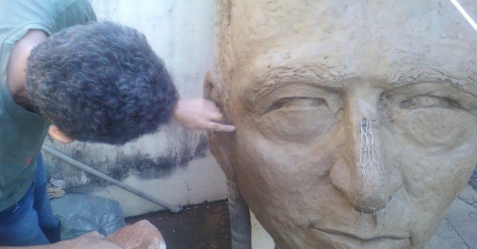 Estátua de Gilberto Silva foi cancelada após protestos da população de Lagoa da Prata