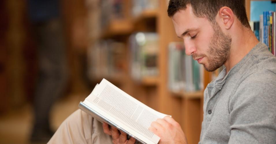 homem, leitura, sozinho, quieto, quietude, introversão