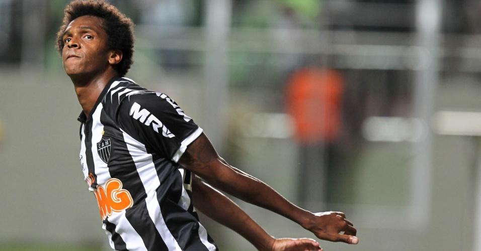 Jô comemora o gol do Atlético-MG no duelo contra o Bahia, em Belo Horizonte, pelo Brasileirão