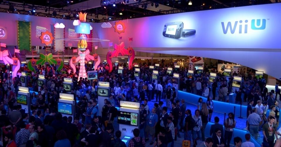Jornalistas e lojistas encheram o estande da Nintendo para conferir qual é a do Wii U
