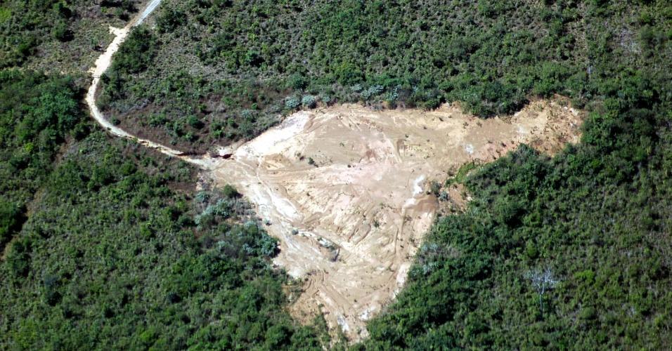jun.2005 - Vista aérea de área desmatada no município de Feliz Natal, no Mato Grosso