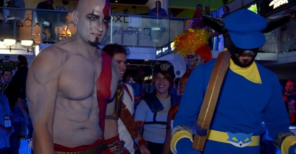 Kratos e outros heróis chegam ao estande da Sony para um evento de