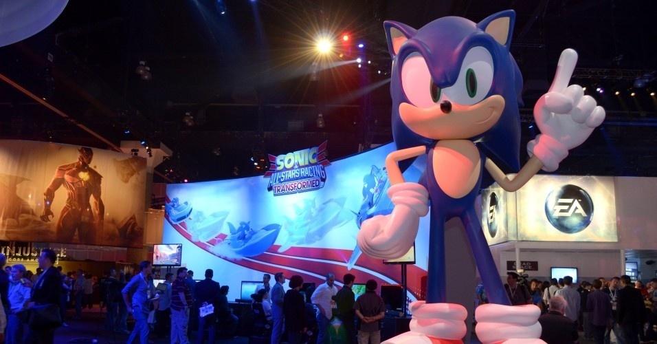 Mais uma vez, a mascote Sonic foi uma das estrelas do estande da Sega