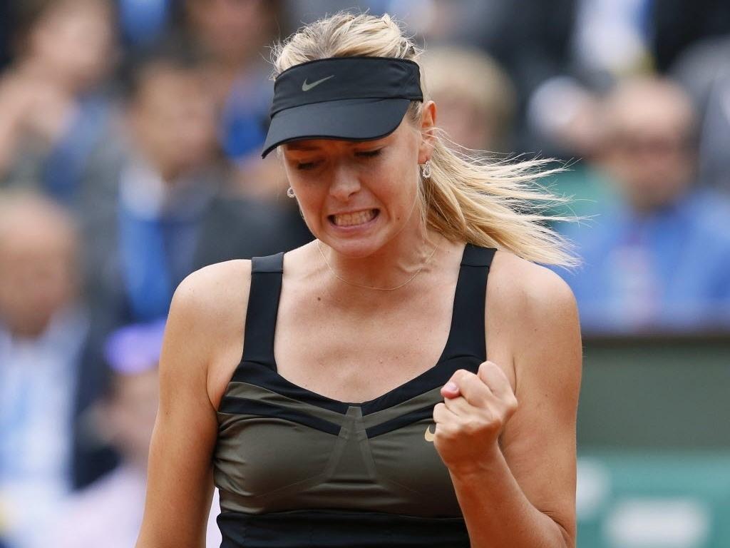 Maria Sharapova comemora ponto durante vitória sobre Kaia Kanepi nas quartas de Roland Garros