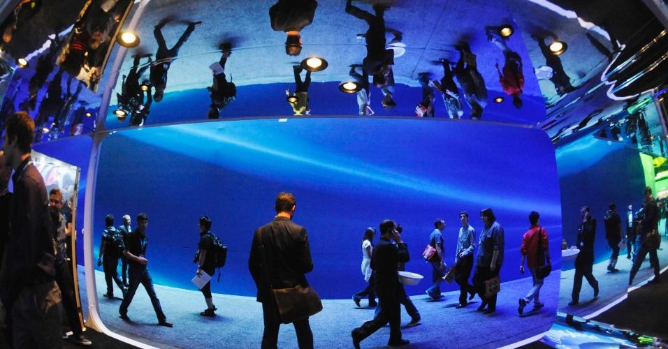 Na E3 2012, a criatividade vai além dos jogos. Nessa área, por exemplo, a imagem dos visitantes é multiplicada