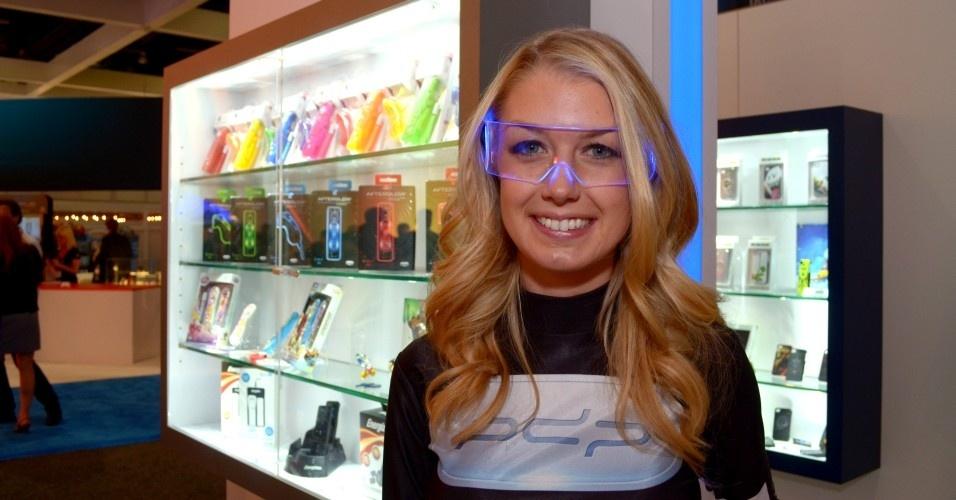 O óculos high-tech é bacana, mas não se compara à dona