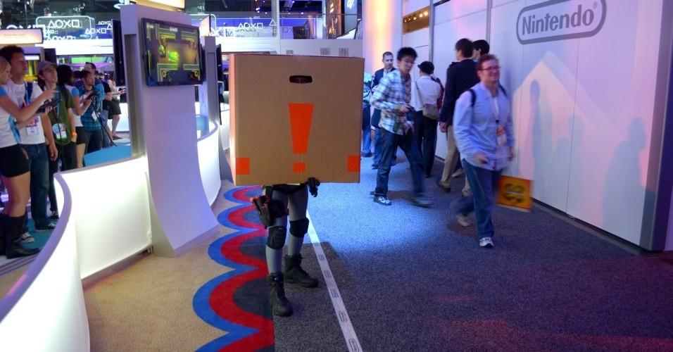 Solid Snake e sua famoso caixão de papelão deram as caras da E3 2012