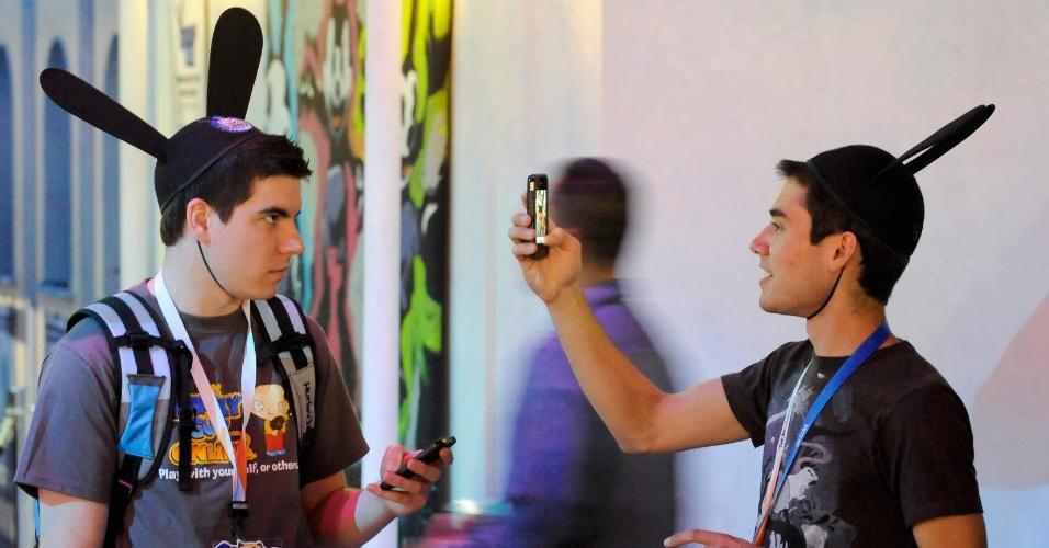 Visitantes da E3 tiram fotos com chapéu de Mickey