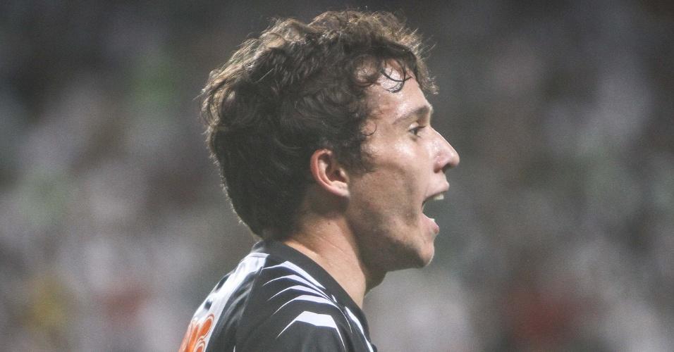 Bernard durante o empate do Atlético-MG com o Bahia, no Independência (6/6/2012)