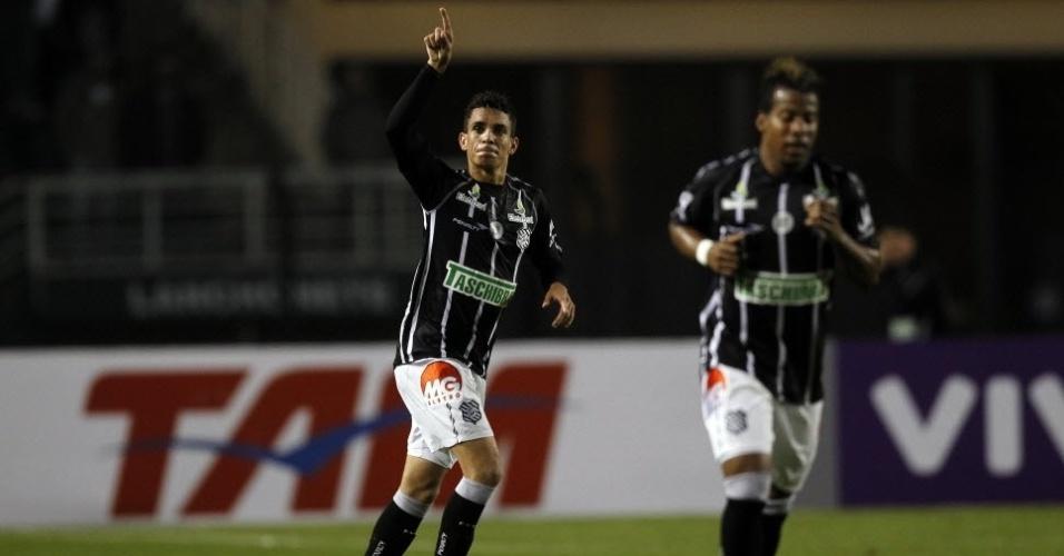Caio comemora gol de empate do Figueirense na partida contra o Corinthians, no Pacaembu