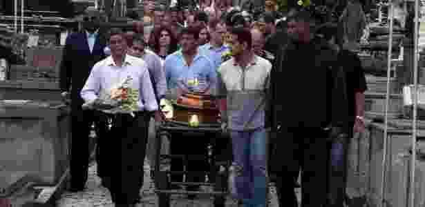Filha do arquiteto Oscar Niemeyer, Anna Maria Niemeyer é enterrada no Rio de Janeiro (7/6/12) - J. ELOY / FOLHAPRESS RIO DE JANEIRO