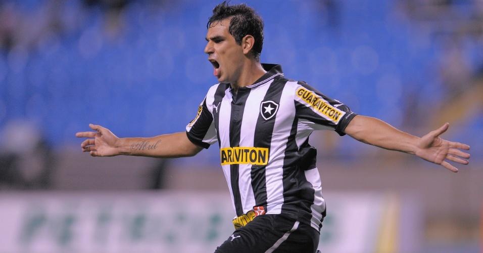 Herrera comemora segundo gol do Botafogo na partida contra o Cruzeiro, no Engenhão