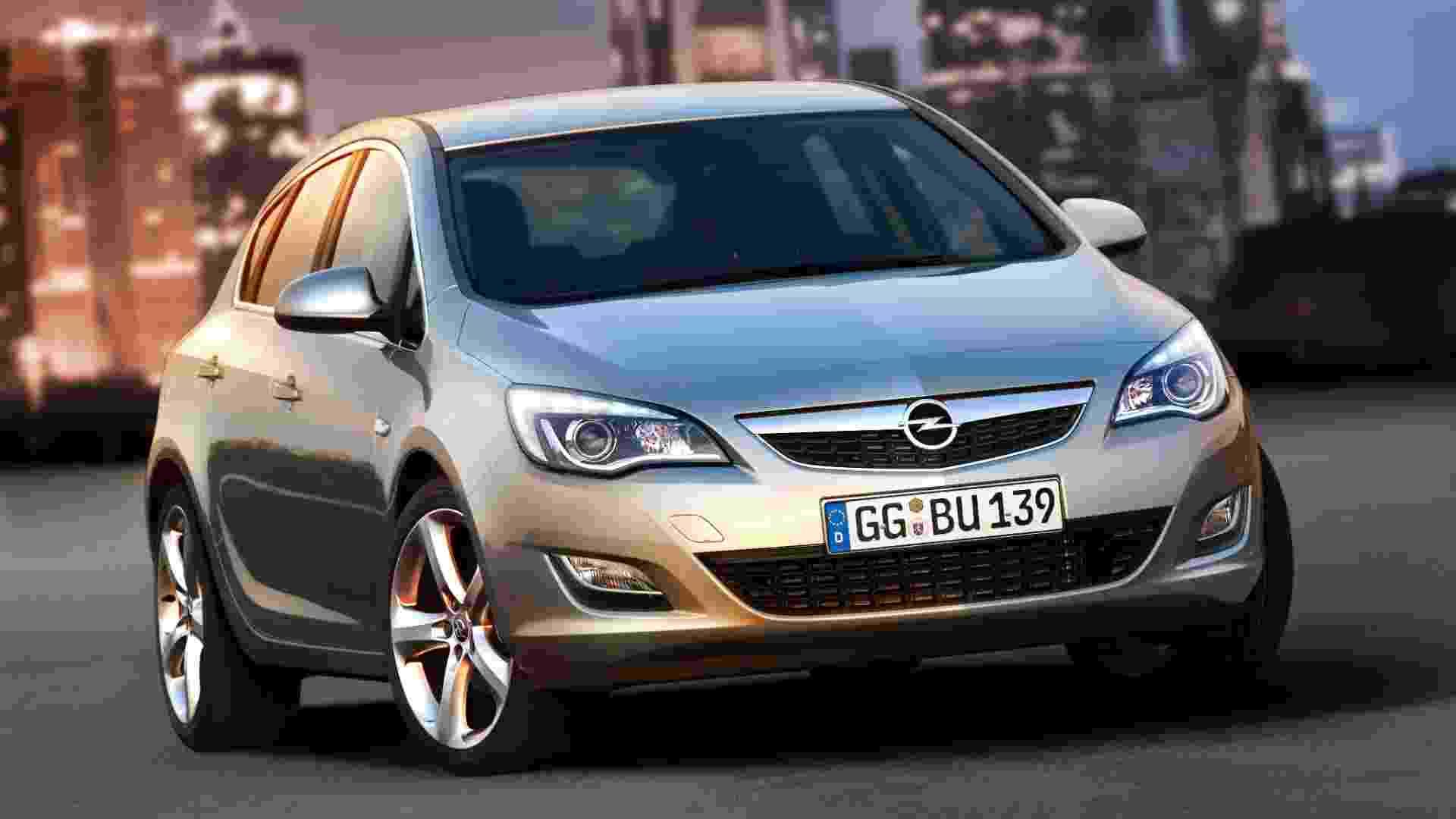 Novo Opel Astra estreia no Salão de Moscou (Rússia) no final de agosto, com sete opções de motorização para a Europa (quatro a gasolina e três a diesel) - Divulgação