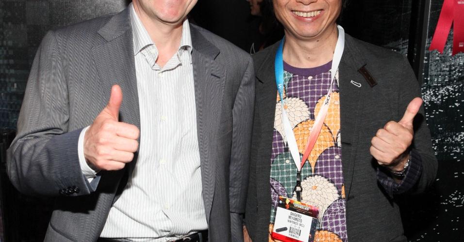Yves Guillemot, da Ubisoft, e Shigeru Miyamoto, da Nintendo, posam para foto