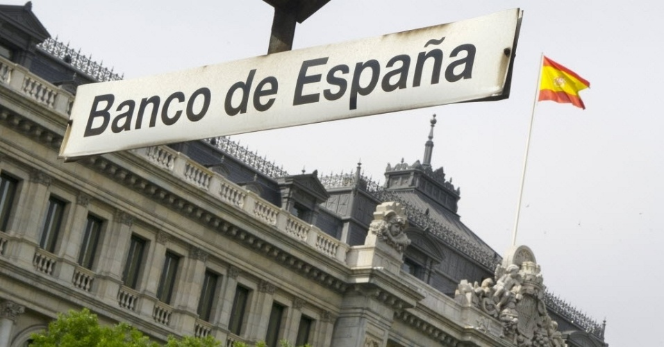 8.jun.2012 - Banco da Espanha, visto de estação de trem de mesmo nome em Madri, capital do país