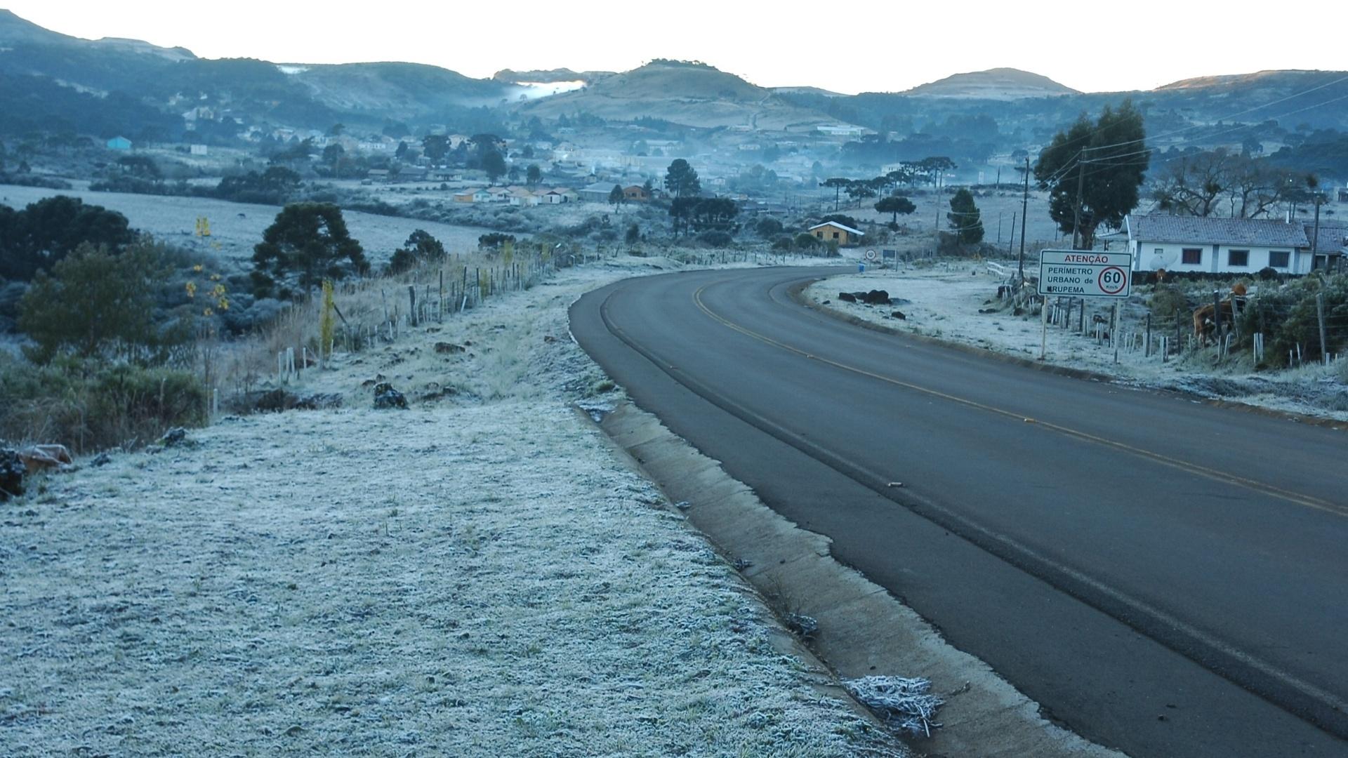 8.jun.2012 - Frio extremo, de -9,2ºC em SC (na foto, cidades de Bom Jardim da Serra e Urupema)