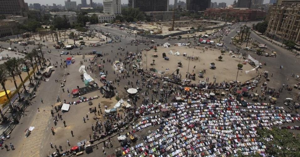 8;jun.2012 - Manifestantes reunidos na Praça Tahrir, na capital egípcia, Cairo