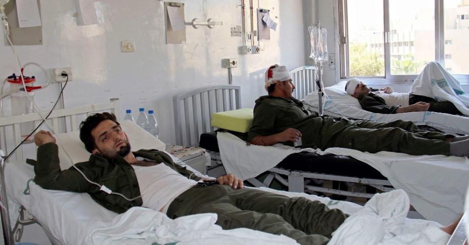 8.jun.2012 - Policiais feridos durante atentado com carro bomba em Damasco, na Síria
