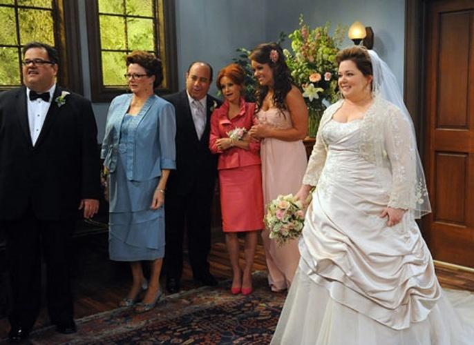 Casamento de Molly (Melissa McCarthy) e Mike (Billy Gardell) na série