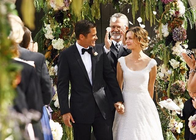 Casamento de Robert McCallister (Rob Lowe) com Kitty McCallister (Calista Flockhart) na série