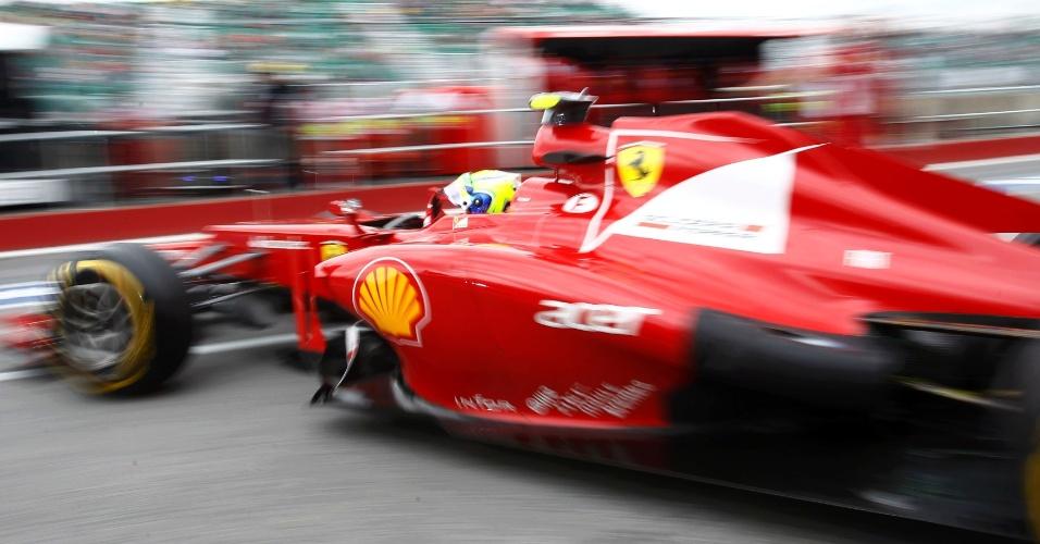 Felipe Massa sai dos boxes durante o 1º treino livre do GP do Canadá; brasileiro deu apenas 17 voltas e foi o 12º mais rápido da sessão (08/06/2012)