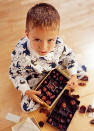 Pais devem exigir que os filhos respeitem regras, mas precisam entender que quebrá-las com os avós, por exemplo, faz parte do desenvolvimento - Thinkstock