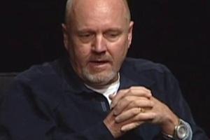 J. Michael Riva durante entrevista em 2010