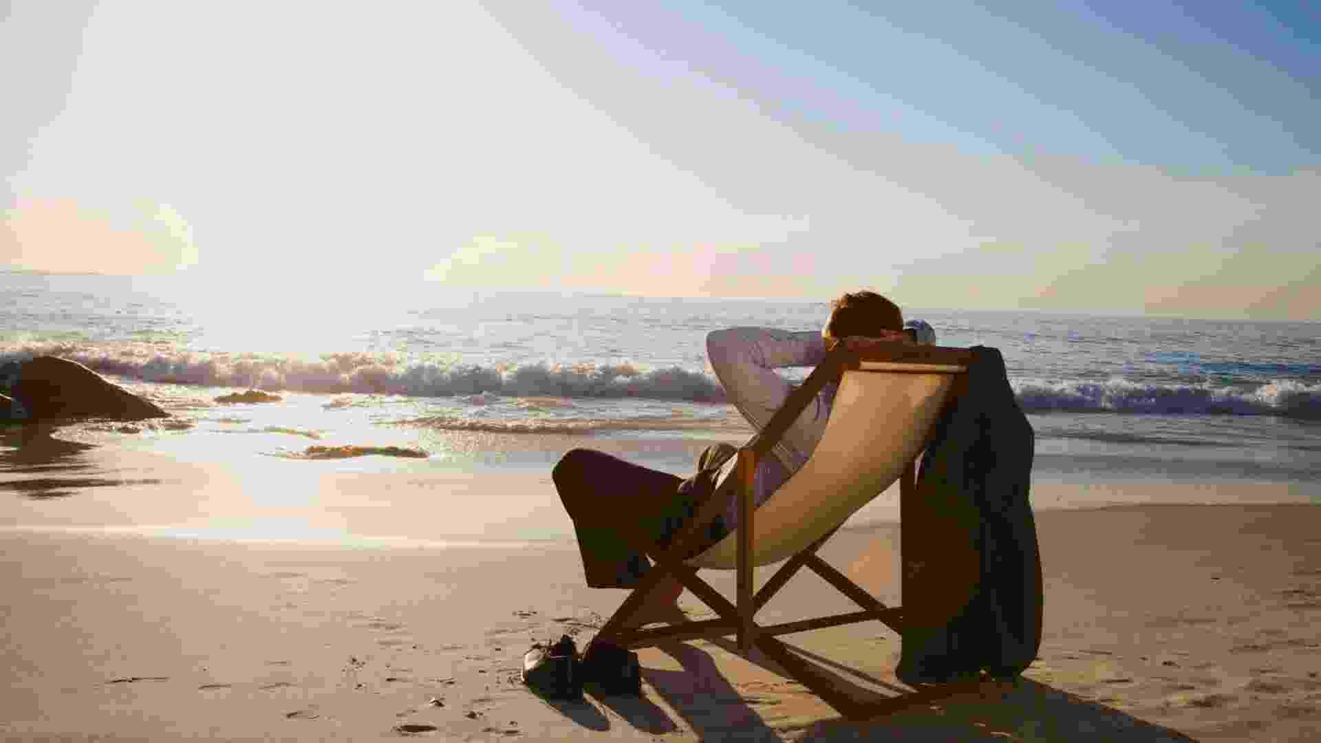relaxar, vida melhor, praia, descansar, homem, emprego - Thinkstock