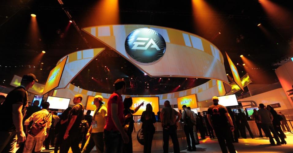 Visão externa do estande da Electronic Arts na E3 2012