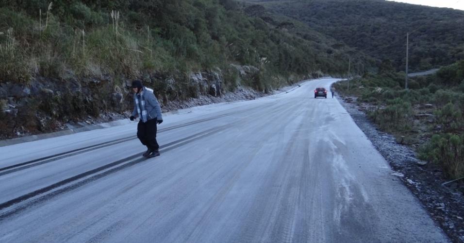 9.jun.2012 - Amanhecer gelado em Urupema (SC)
