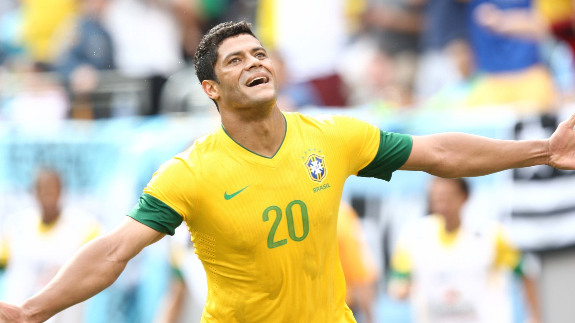 Atacante Hulk comemora ao marcar o terceiro gol do Brasil, de empate contra a Argentina