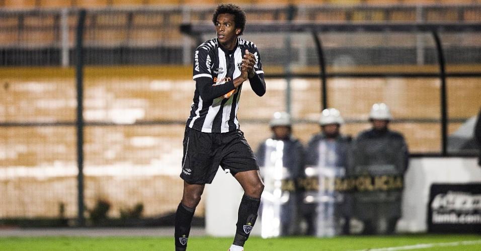 Atacante Jô comemora após abrir o placar para o Atlético-MG contra o Palmeiras