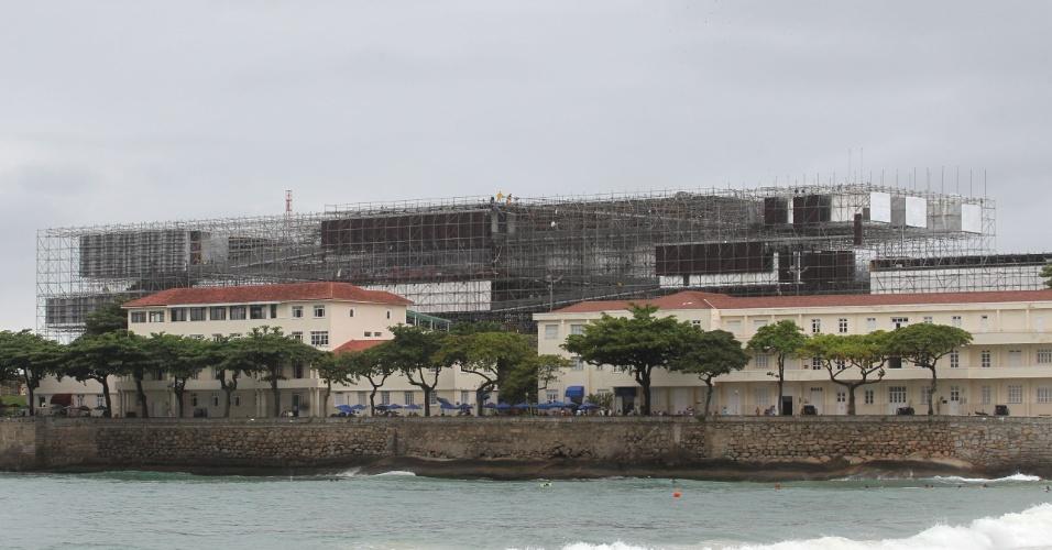 Estrutura (?Prédio de Andaimes?) da Humanidade 2012, no Forte de Copacabana