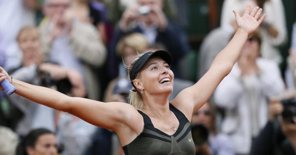 Maria Sharapova sorri após conquista na França