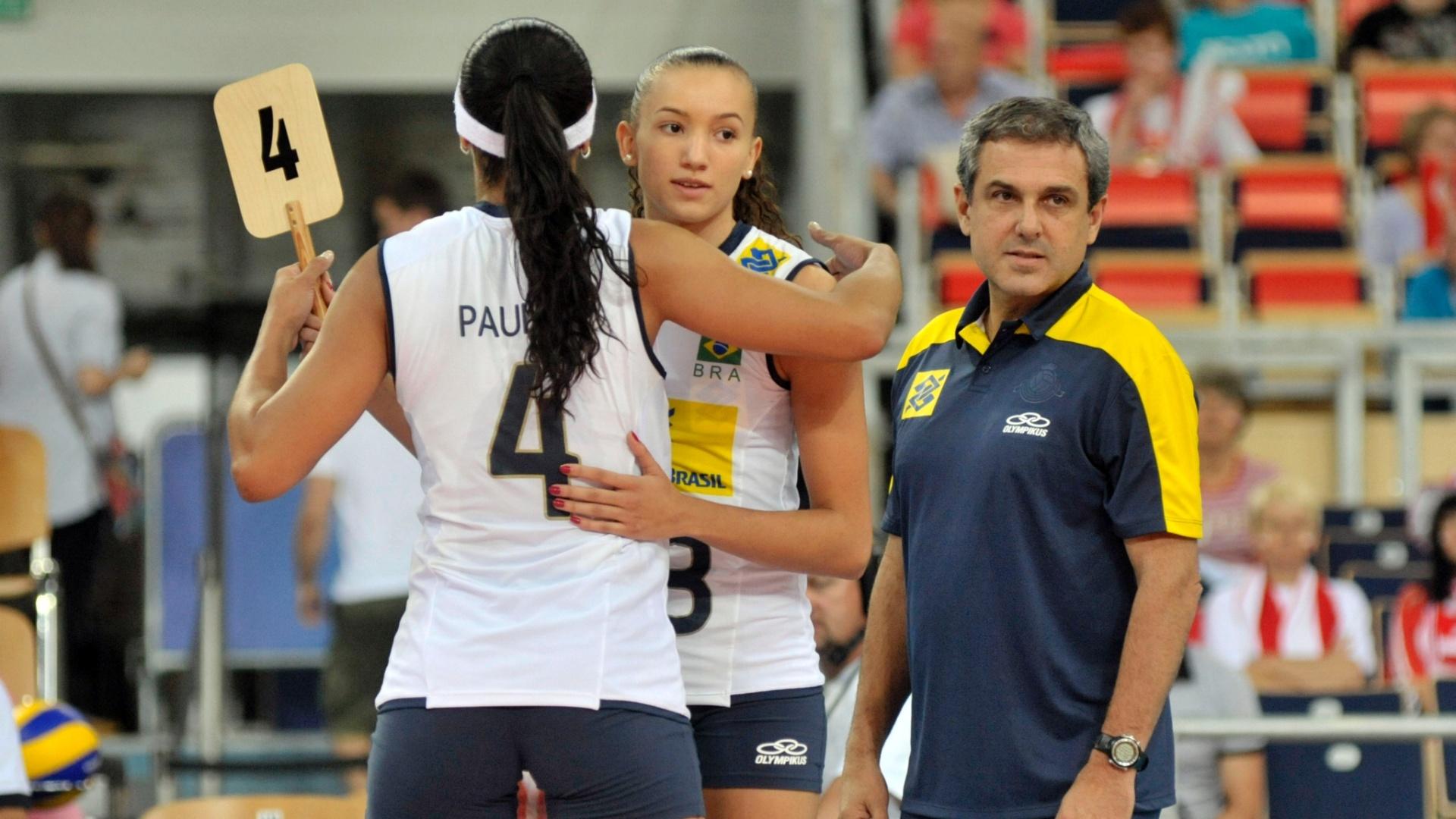 Paula Pequeno é substituída durante a vitória brasileira sobre a Sérvia pelo Grand Prix de Vôlei