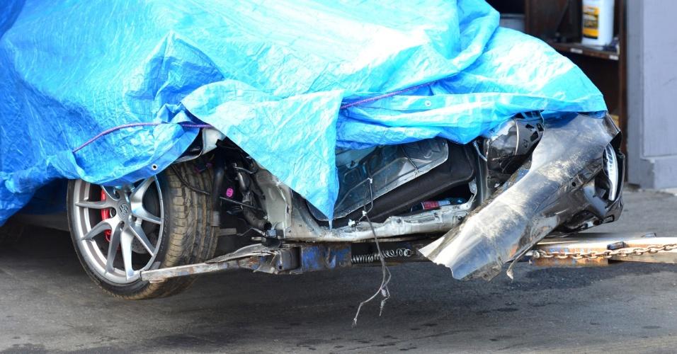 Porsche da atriz Lindsay Lohan destruído após colidir com um caminhão em Los Angeles, Califórnia (8/6/12)