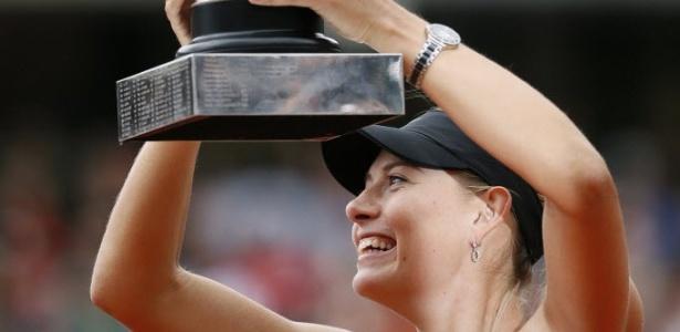 Sharapova levanta o troféu de Roland Garros