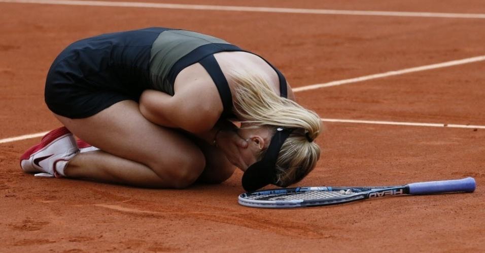 Sharapova se emociona após conquistar o título em Roland Garros