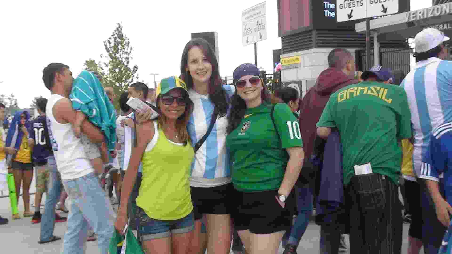 Torcedoras de Brasil x Argentina na entrada do MetLife - Bruno Thadeu/UOL