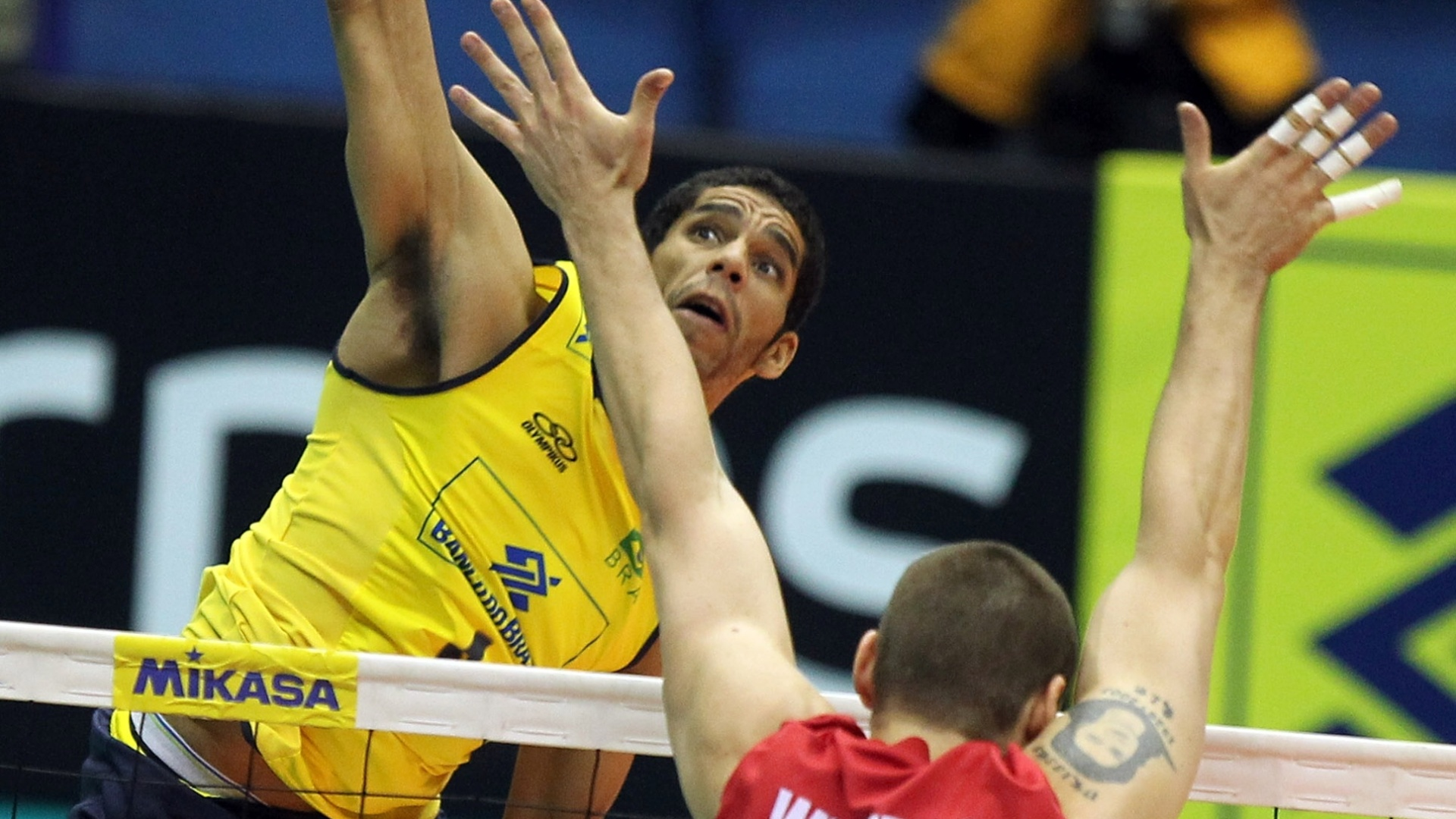 Wallace ataca para o Brasil na partida contra o Canadá pela Liga Mundial de Vôlei