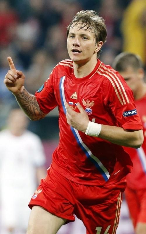 Pavlyuchenko comemora seu gol, o quarto da Rússia na vitória sobre a República Tcheca por 4 a 1