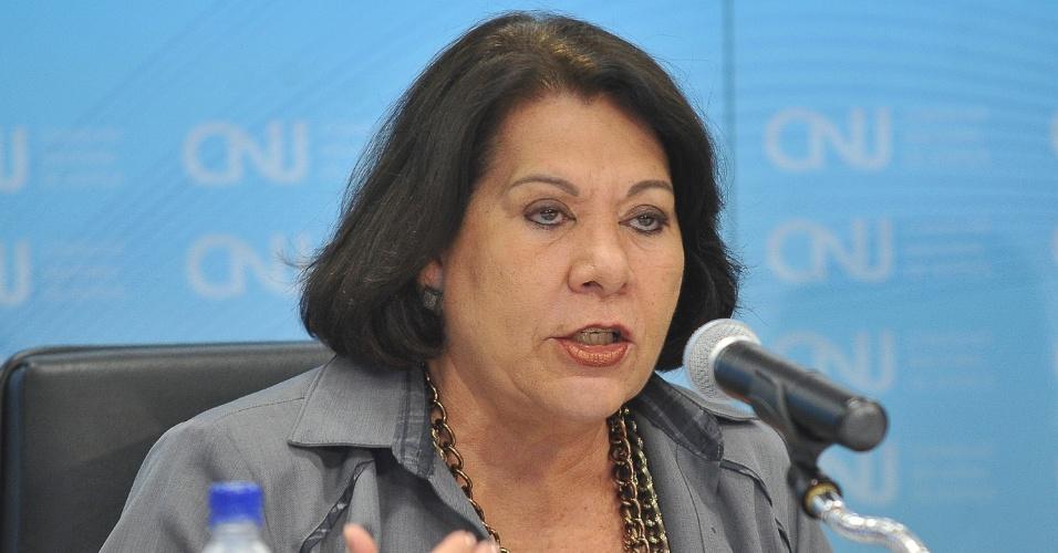 11.jun.2012 - A corregedora nacional de Justiça, ministra Eliana Calmon, lançou nesta segunda-feira (11) uma cartilha com os resultados do mutirão de conciliação do Sistema Financeiro de Habitação (SFH), em Brasília