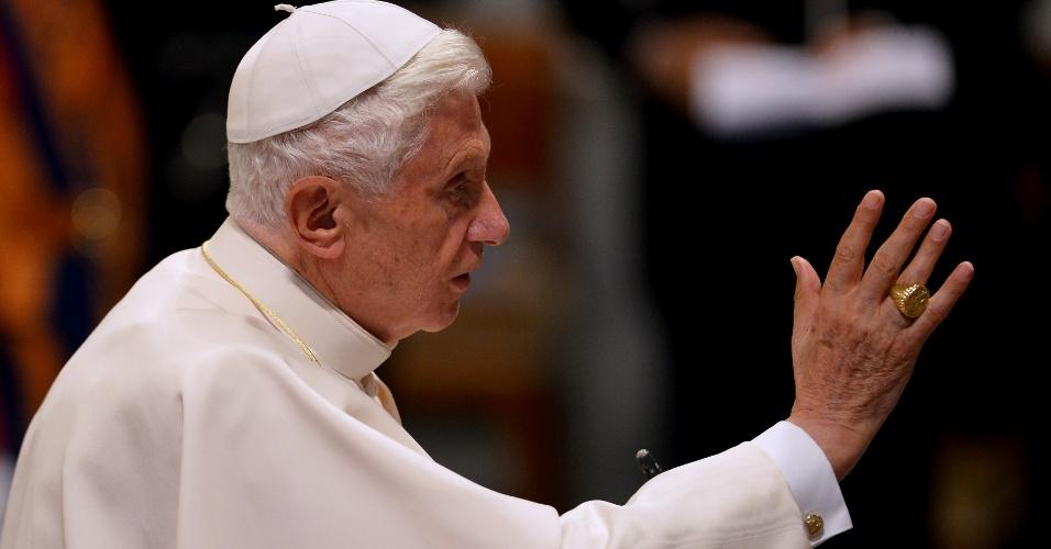 11.jun.2012 - O papa Bento 16 abençoa a basílica de St. John Lateran, em Roma