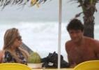 Acompanhada de moreno, ex-BBB Renata curte praia no Rio - AgNews