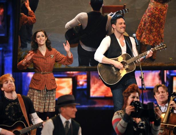 """Atores apresentam cena de musical """"Once"""", no Tony Awards (10/6/12) - AP"""